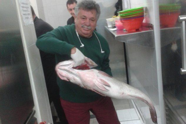 Στα άδυτα του κορυφαίου εστιατορίου της Ελλάδας, το Βαρούλκο του Λευτέρη Λαζάρου: '»Πήρα την αλήτισσα (το ψάρι) από το βυθό & την έκανα αρχόντισσα στο πιάτο μας»!
