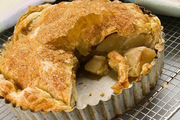 Φτιάξτε μια πανεύκολη και λαχταριστή μηλόπιτα με έτοιμη σφολιάτα και τις οδηγίες του Στ. Παρλιάρου