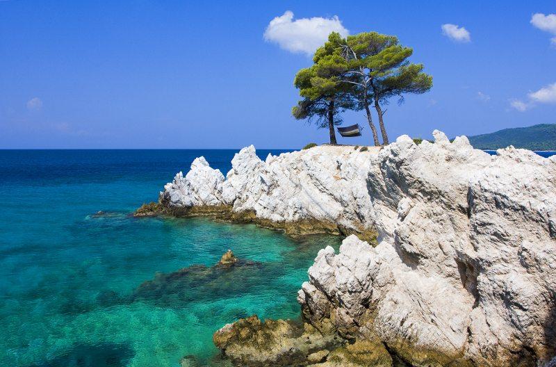 Αποτέλεσμα εικόνας για Η Σκόπελος στα ομορφότερα κινηματογραφικά μέρη της Ευρώπης σύμφωνα με το «Forbes»