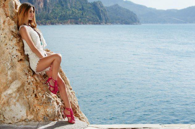 Made In Greece τα εντυπωσιακά πέδιλα Sante με εξωτικά χρώματα και σέξυ  σχέδια dfcf248331d