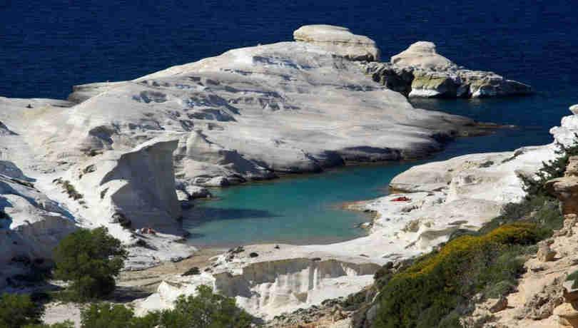 Made In Greece: O Χρήστος Γιατράκος μας παρουσιάζει το όμορφο νησί της Μήλου σε ένα βίντεο με εναέρια πλάνα που κόβουν την ανάσα