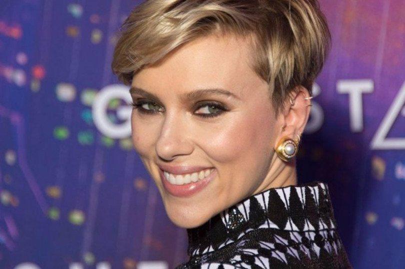Scarlett Johansson – σκουλαρίκια Zolotas