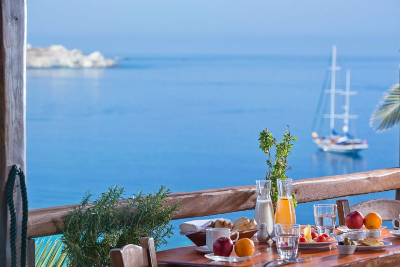 Πρωινό ξύπνημα στη Μύκονο με θέα το καταγάλανο Αιγαίο – Φωτογραφία ημέρας από τον Χρήστο Δράζο