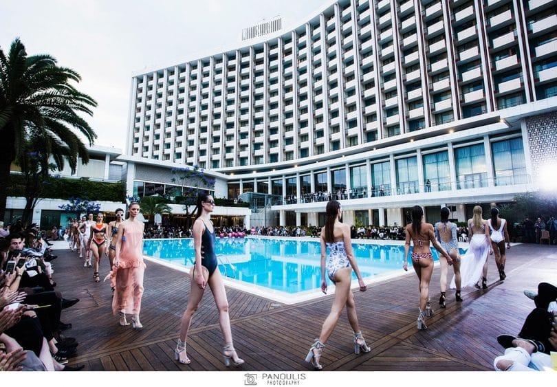 9 Έλληνες σχεδιαστές μαγιό & Resortwear- ντεφιλέ στην πιο ωραία πισίνα της Αθήνας