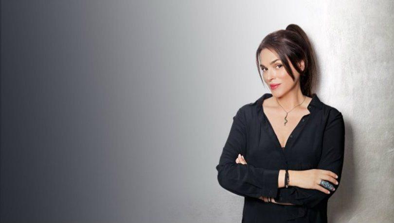 Μade In Greece & η Mac Craving; Ναι με την Σίλια Κριθαριώτη να υπογράφει το νέο χρώμα κραγιόν- Ροδοκόκκινα μάγουλα & δαγκωμένα χείλη