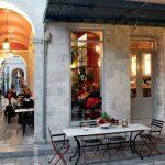 Tο μεταμοντέρνο «Ελληνικό Καφενείο» στην καρδιά της Ερμούπολης – Δείτε εικόνες & απολαύστε μενού