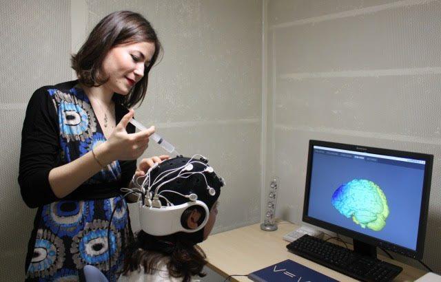 Και Ελληνίδα στην ανακάλυψη ηλεκτρικού «καπέλου» – Επηρεάζει τον εγκέφαλο & βελτιώνει τη δημιουργικότητα των ανθρώπων