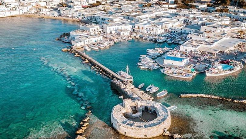 Όλη η ελληνική παράδοση κρυμμένη στο γραφικό λιμάνι της Πάρου – Απίθανη η Νάουσα από ψηλά – Φωτογραφία της ημέρας