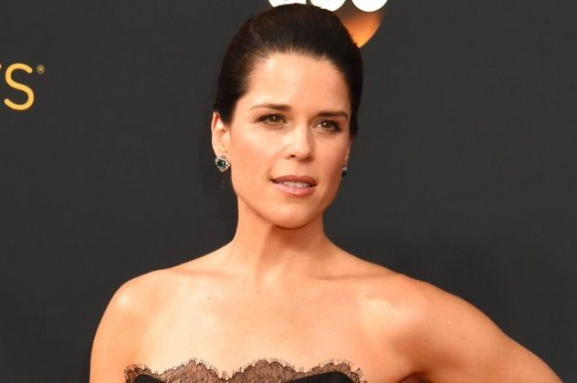 Neve Campbell 2016 Emmys