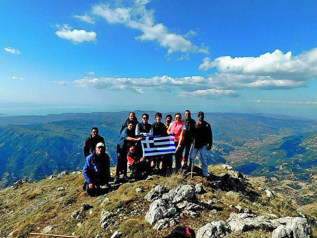 74b8bc94cc8c Κατακτώντας κορυφές με την Ομάδα Πεζοπορίας   Ορειβασίας των νέων της  Κοιλάδας του Αχελώου (ΦΩΤΟ)