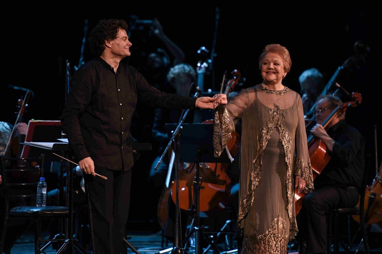 Μια νύχτα μαγική: Αποθεώθηκαν στο κατάμεστο Παλλάς η Μαίρη Λίντα η Τατιάνα Παπαγεωργίου και η συμφωνική ορχήστρα και τα μπαλέτα του Κιέβου στη μεγάλη συναυλία προς τιμήν του Μίκη Θεοδωράκη  (ΦΩΤΟ)