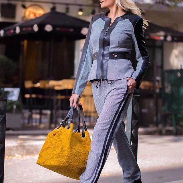 adbbf79288d8 ... και office looks με κοστούμια και σακάκια. Κυρίαρχο χρώμα στις  δημιουργίες της νέας κολεξιόν ήταν το θαλασσί. Το show του άνοιξε η Ελένη  Χατζίδου που ...