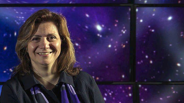 Μεγάλη διεθνής διάκριση για την Ελληνίδα αστροφυσικό Βίκυ Καλογερά: Τιμήθηκε με το βραβείο «Ντάνι Χάϊνεμαν»