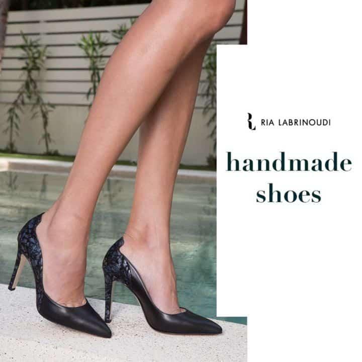 5dc1619485fc Έχει δημιουργήσει χειροποίητα πολλά ζευγάρια παπουτσιών, από το σχεδιασμό  τους μέχρι το κόψιμο του δέρματος, τη ραφή έως το τελικό προϊόν.