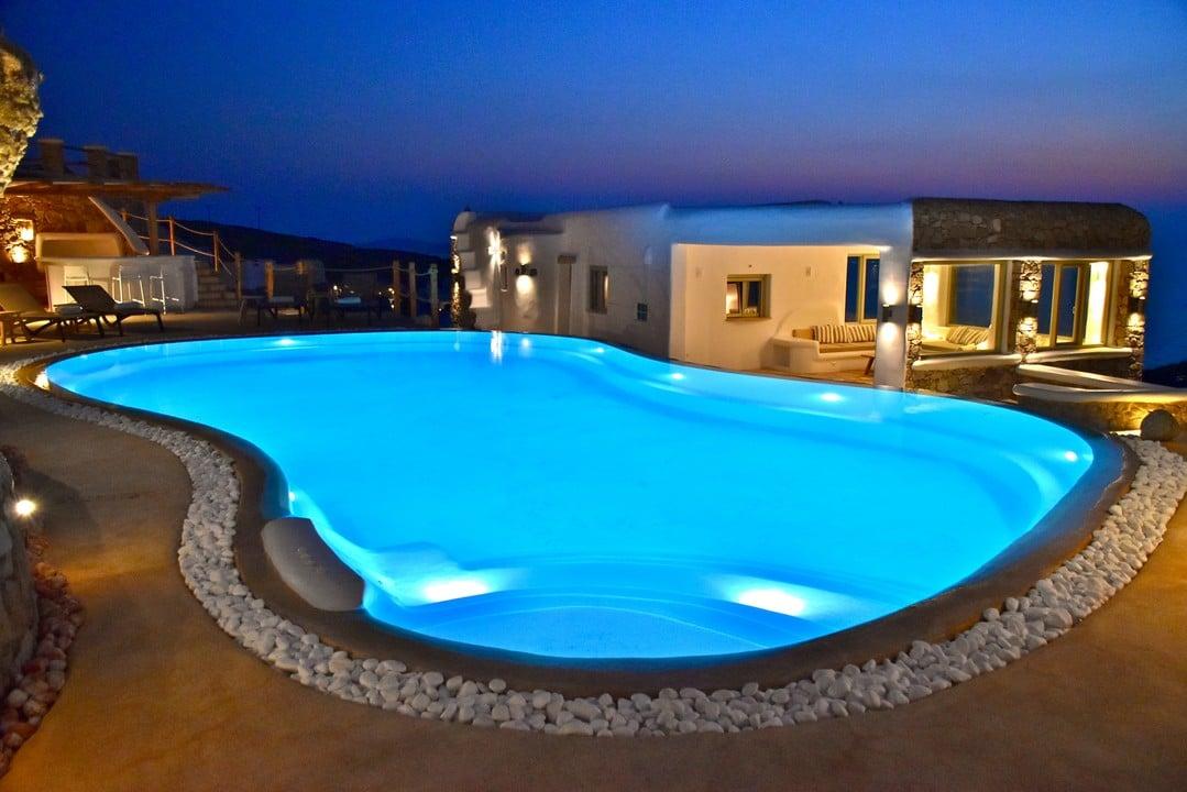 Είναι εντυπωσιακές και βρίσκονται στην αφρόκρεμα της πολυτέλειας για το φετινό καλοκαίρι-Οι 12 ελληνικές πισίνες που σαρώνουν το διαδίκτυο (ΦΩΤΟ)