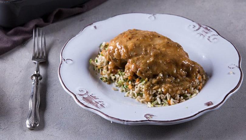 Απολαυστικό και εξωτικό κοτόπουλο με λάιμ και καρύδα από τον Άκη Πετρετζίκη