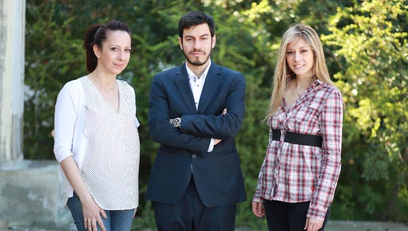 SuSea Team (αριστερά Φανή Τσιρώνη, κέντρο Μάριος Χρυσολούρης) – Αντιγραφή