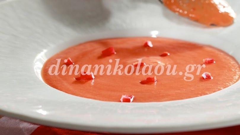 Εκρηκτικός συνδυασμός πιπεριάς Φλωρίνης με καρπούζι σε μία σούπα άκρως δροσερή & καλοκαιρινή από την Ντίνα Νικολάου