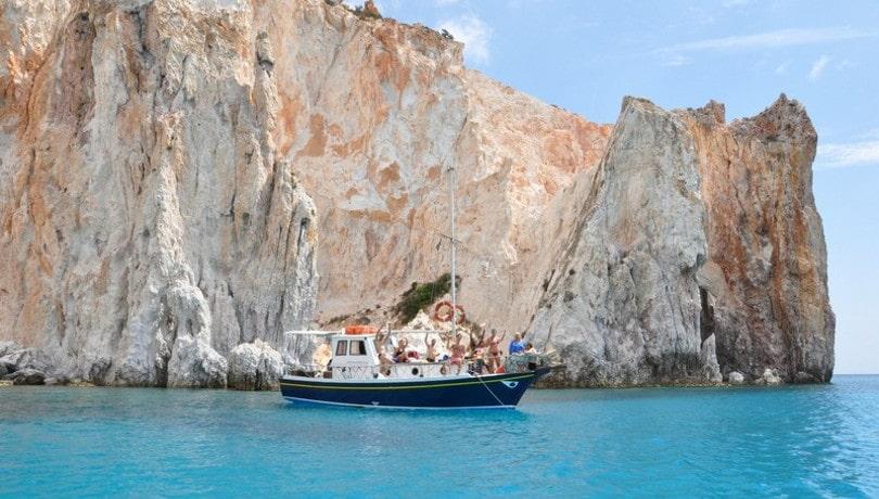 Πολύαιγος: Εξωτικό τοπίο & καταγάλανα νερά στο μεγαλύτερο ακατοίκητο νησί του Αιγαίου