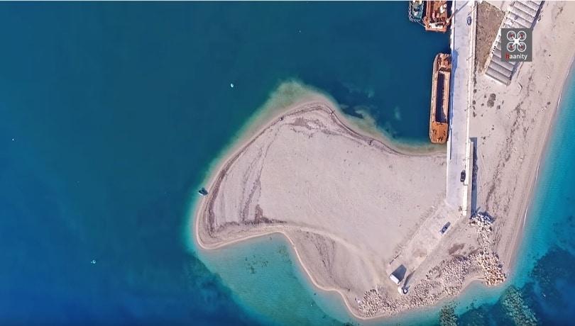 Μία παραλία, χίλια πρόσωπα – Όταν η φύση κάνει τα μαγικά της δημιουργεί μέρη σαν την Αμμόγλωσσα Λευκάδας