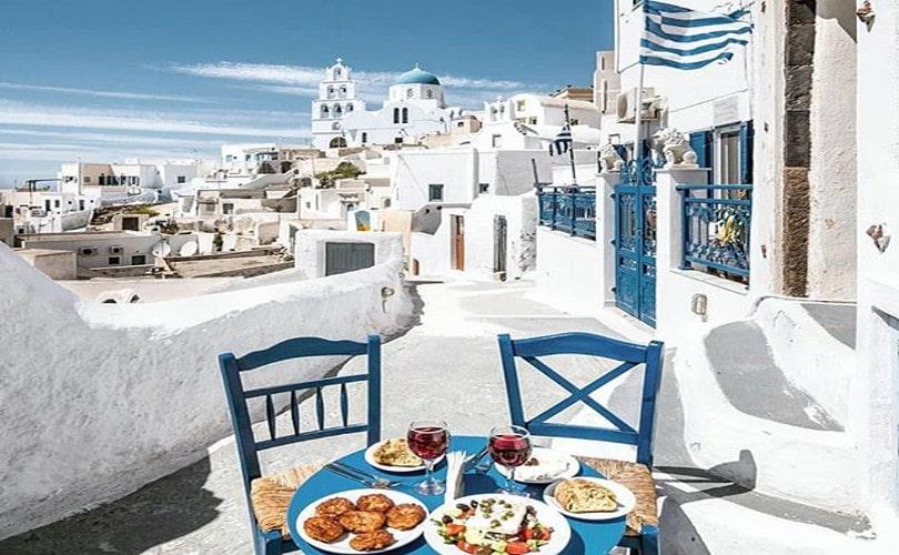 Όλο το μπλε & η θάλασσα της Σαντορίνης στο… πιάτο σου! – Απίστευτη η φωτογραφία της ημέρας