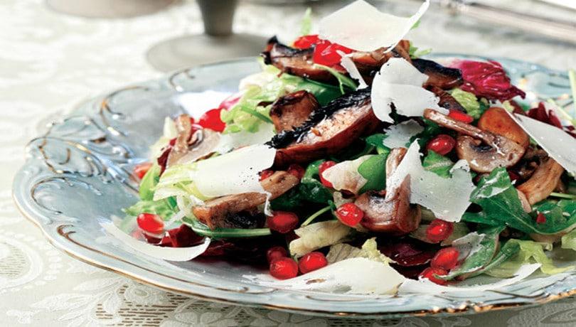 Φανταστική & πολύχρωμη ζεστή σαλάτα μανιταριών με εντυπωσιακή εμφάνιση & πλούσια γεύση από την Αργυρώ Μπαρμπαρίγου