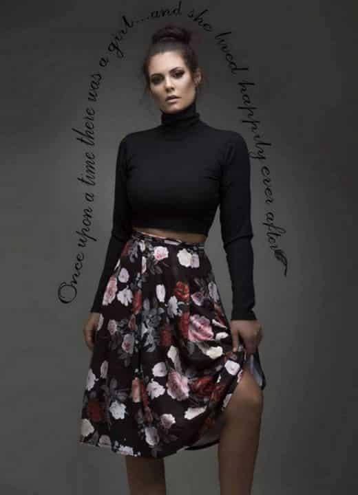 f5d20ff0654 Αν πάλι είστε του πιο κλασικού στυλ ένα απλό maxi ριπ φόρεμα είναι ιδανικό  για εσάς. Χωρίς περιττές λεπτομέρειες αναδεικνύει το σώμα της γυναίκας και  την ...