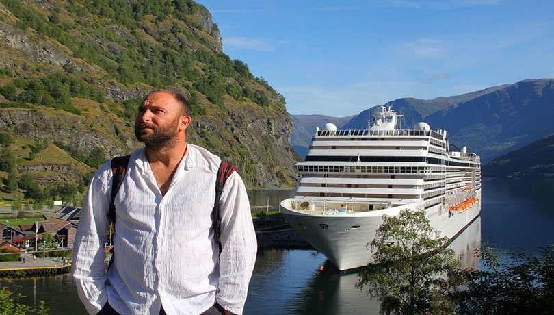 Ένα διαφορετικό ταξίδι με μηχανή στην υποβρύχια γέφυρα & το κρεμαστό χωριό της Πελοποννήσου από τον Μάνο Λιανόπουλο