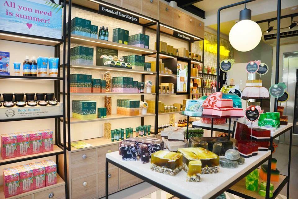 1fc0ef67b50 Το πρώτο κατάστημα στο εξωτερικό άνοιξε στο Chelsea του Λονδίνου. Το πάθος  της ιδρύτριας, Μάυρας Βαγιωνή-Στασινοπούλου, κληρονομείται στις δυο κόρες  της, ...