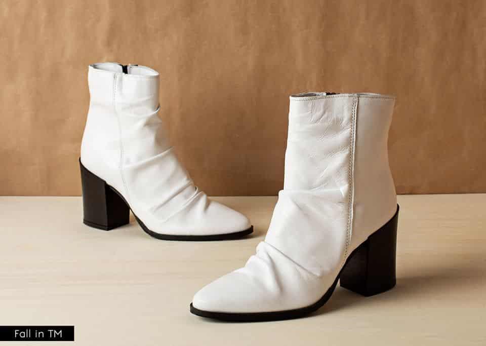 5819ea3388a Εκτός από τα παπούτσια η εταιρεία διαθέτει και τάντες, αξεσουάρ, όπως  γάντια, ζώνες, κασκόλ, αλλά και μία ειδική νυφική σειρά παπουτσιών.