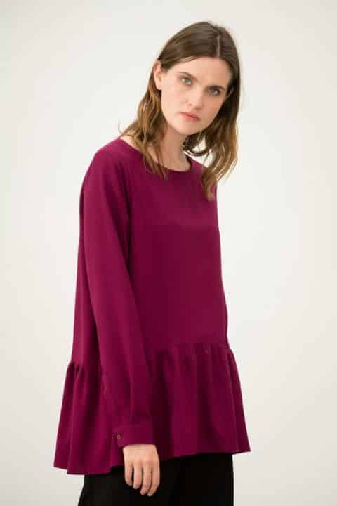 1004f589c5b6 Οι γυναίκες μπορούν να επιλέγουν από την συλλογή τα ρούχα εκείνα που τους  ταιριάζουν καλύτερα και τους δίνουν την ελευθερία να αναδεικνύουν το στυλ  τους με ...