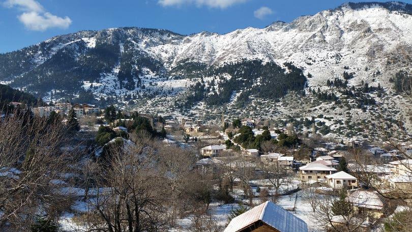 Τρεις ιδανικοί χειμερινοί προορισμοί κοντά στην Αθήνα για να περάσετε ονειρεμένα τις μέρες των Χριστουγέννων