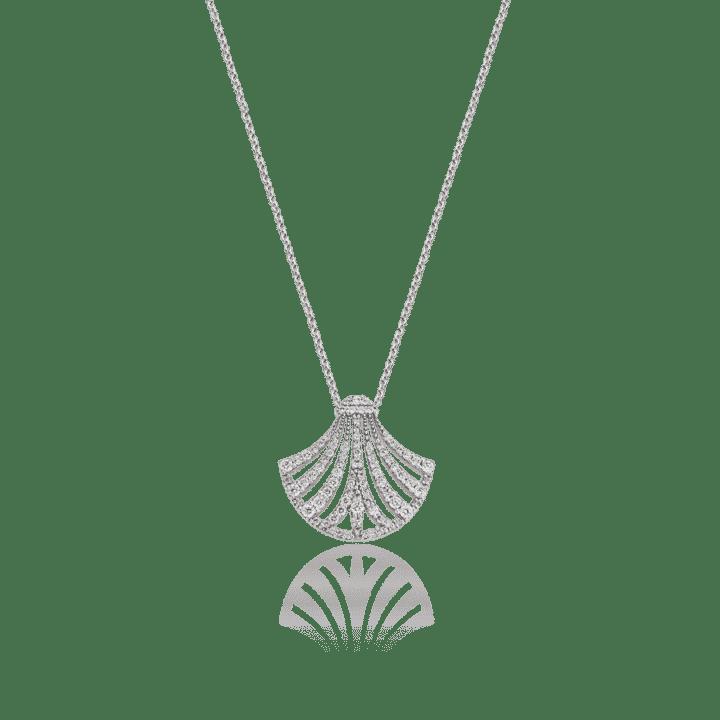 HERA - «Το κρίνο της Ήρας»  Υπέροχο το γούρι 2019 του οίκου Zolotas ... cc256adb68b
