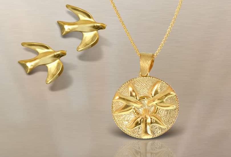 Τα πιο ιδιαίτερα κοσμήματα - γούρια για το 2019 με έμπνευση ελληνική ... 3a38f0ae570