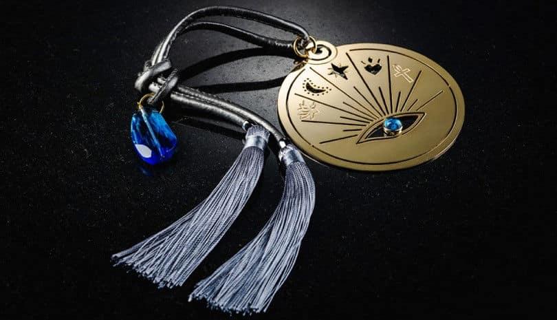 734342e038 Στυλάτα γούρια - κοσμήματα για να υποδεχτούμε το νέο έτος με την ...