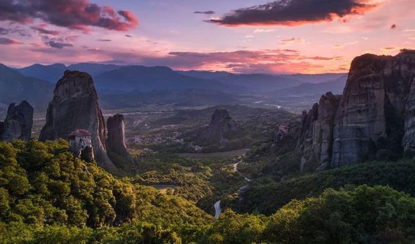 Μετέωρα: Ο «κρεμαστός παράδεισος» της Ελλάδας από ψηλά σε ένα απίστευτο βίντεο