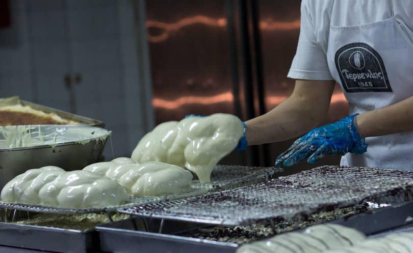 Made In Greece η Τερκενλής: Ιστορία 70 χρόνων για το ζαχαροπλαστείο με τα ξακουστά γεμιστά τσουρέκια – Από την Τσιμισκή σε 19 ακόμα σημεία στην Ελλάδα