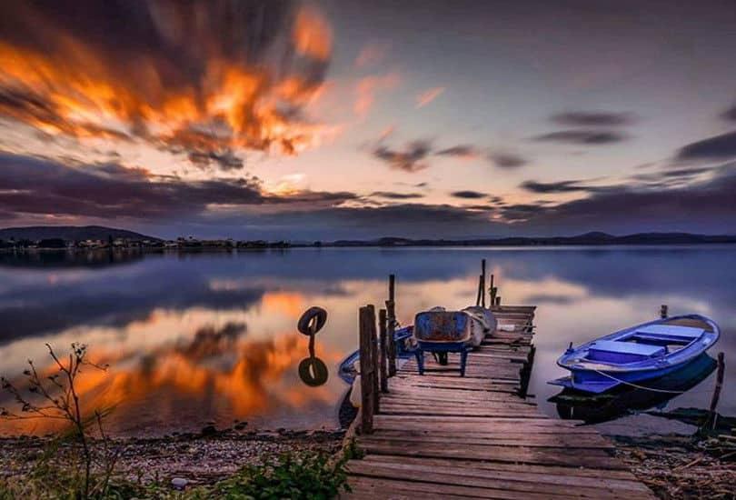 Κόκκινα σύννεφα στον ουρανό του Αιτωλικού σε μία απίθανη φωτογραφική λήψη
