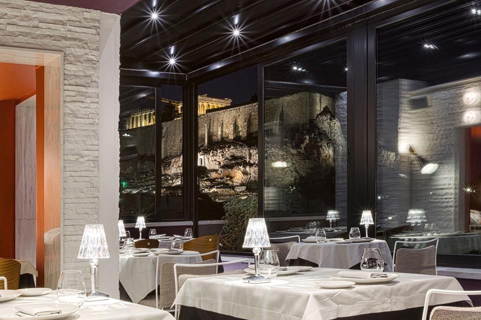 ... sommelier του εστιατορίου μπορεί να εμπλουτίσει τις γνώσεις σας σχετικά  με τα ελληνικά και διεθνή κρασιά ή μπορεί να σας προτείνει ένα από τα ... 658006c993f