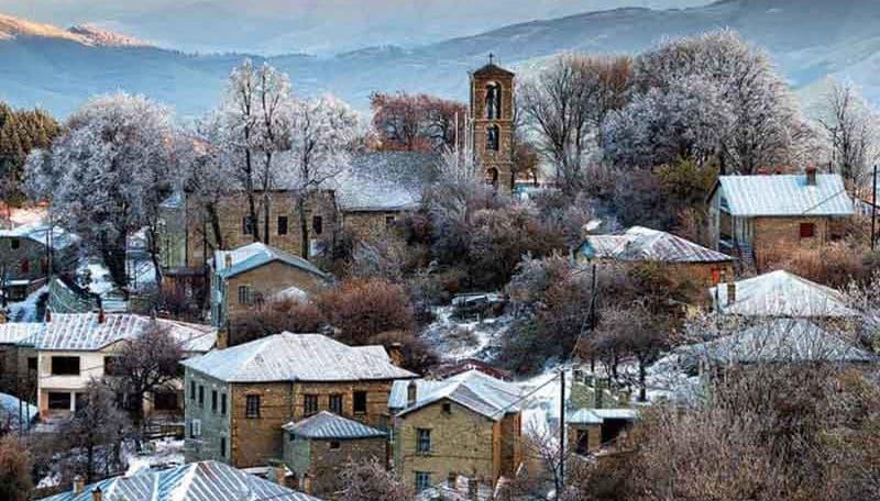 Νυμφαίο  Απολαύστε τη μαγεία του βουνού στον απόλυτο χειμερινό προορισμό –  Πλακόστρωτα στενά d688b746672