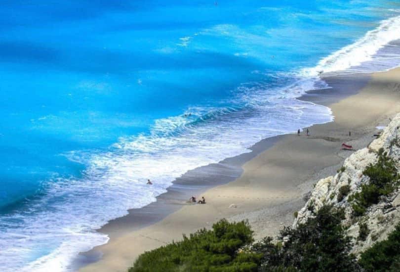 Εγκρεμνοί Λευκάδας: Καταγάλανα νερά σε μία πανέμορφη παραλία - Η ...