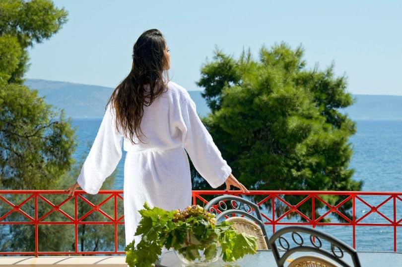 Makis Inn Beach Resort: Το ξενοδοχείο στη Θερμησία με τη μαγευτική θέα στον Αργοσαρωνικό & το καταπράσινο τοπίο
