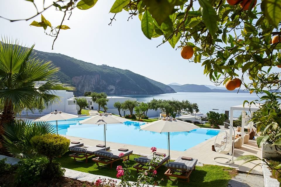 Lichnos Beach Hotel & Suites: Κομψά δωμάτια, υπέροχη αμμώδης παραλία & ένας ολάνθιστος κήπος στην όμορφη Πάργα