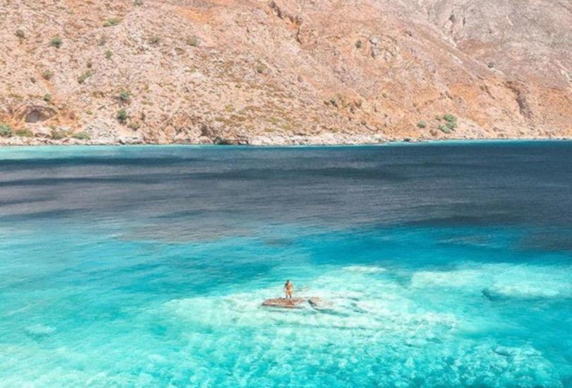 Λουτρό: Ο παράδεισος των Σφακίων με το απέραντο μπλε – Η φωτογραφία της ημέρας