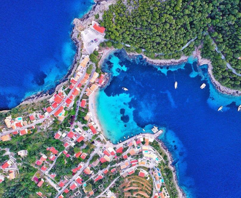 Άσσος: Παραδεισένια ομορφιά & κρυστάλλινα νερά στην Κεφαλονιά – Καταπληκτική η φωτογραφία της ημέρας