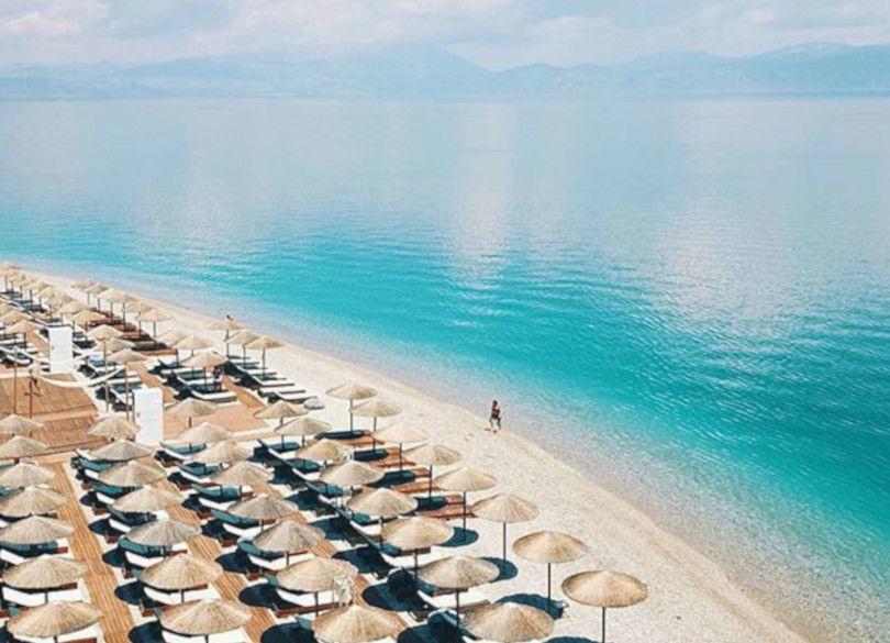 Ξυλόκαστρο: Απέραντο γαλάζιο σε μία καταπληκτική δαντελωτή παραλία – Καταπληκτική η φωτογραφία της ημέρας