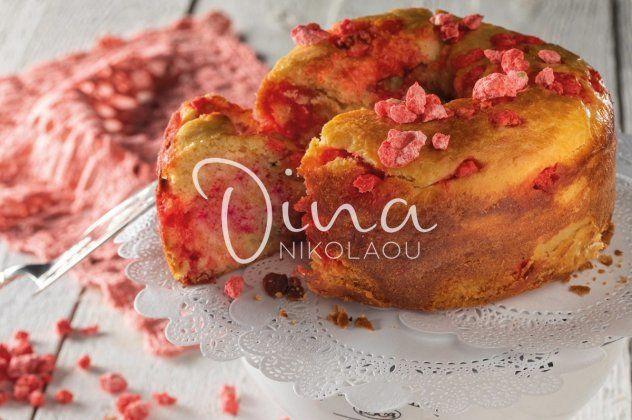 Η Ντίνα Νικολάου δημιουργεί: Αφράτο βουτυρένιο & κρεμώδες κέικ με κεφαλονίτικες μάντολες