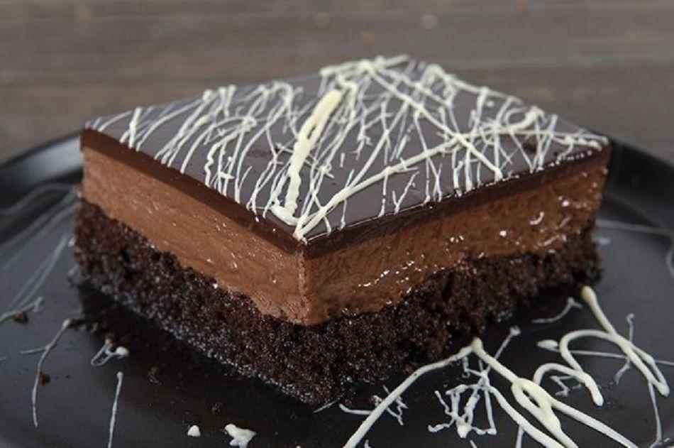 Ο Άκης Πετρετζίκης φτιάχνει την τέλεια πάστα σοκολατίνα & μας θυμίζει τη γοητεία  του αγαπημένου στην Ελλάδα γλυκού (βίντεο)
