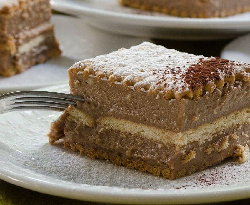Ο Στέλιος Παρλιάρος φτιάχνει υπέροχη σοκολατίνα με πραλίνα – Η πιο εύκολη & απολαυστική εκδοχή της αγαπημένης πάστας