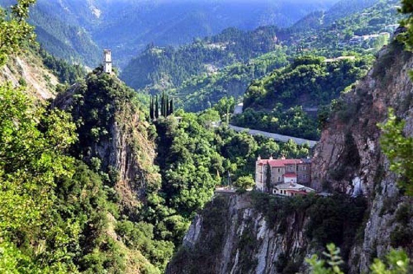 Βίντεο της Ημέρας: Συγγρέλος Ευρυτανίας – Το μαγευτικό χωριό σε ύψος 1.230 μέτρων – Χτισμένο μέσα σε πυκνό ελατοδάσος
